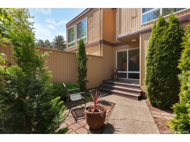 1585 NW LAKEWAY LN, one of homes for sale in Beaverton